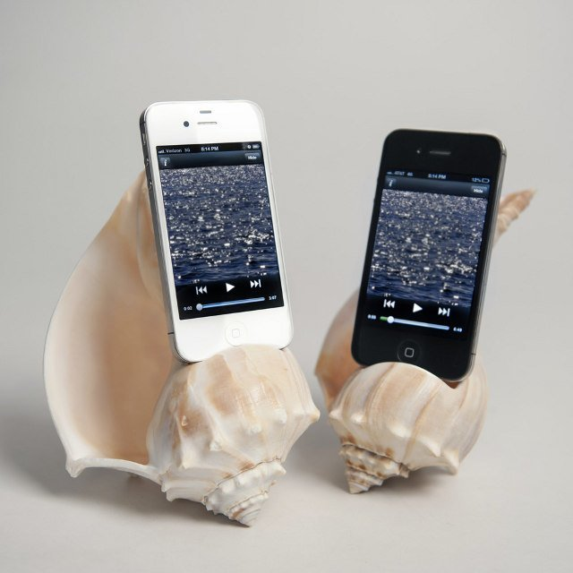 Seashell iPhone Amplifier, Porkfolio Piggy Bank for Smartphones